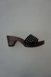 Softclox, houten slipper op hakje, nubuck leren band met studs zwart