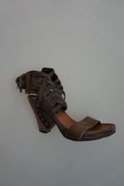 Airstep, stoere sandalet in leer, met vlecht, sluiting bij enkel, grijs    40 41
