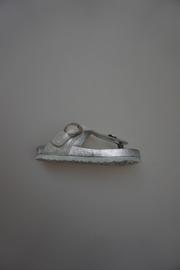 Gattino, metallic leren teenslipper, leer gevoerd zilver met gespje