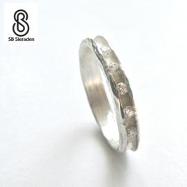 Unieke zilveren ring met 5 diamanten