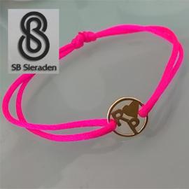 14krt Gouden initialen armband met satijnkoord.
