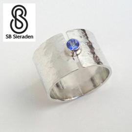 15mm brede zilveren ring met 1 edelsteen