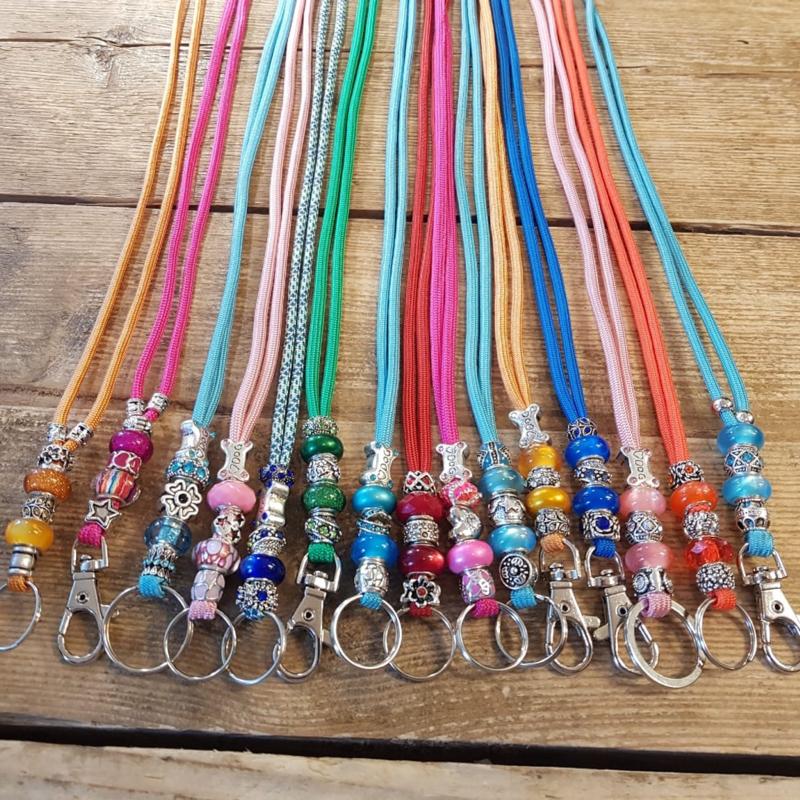 Flötenschnur oder Schlüsselschnur mit Perlen