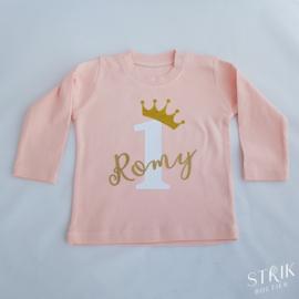 Verjaardagsshirt roze/blauw met naam en leeftijd