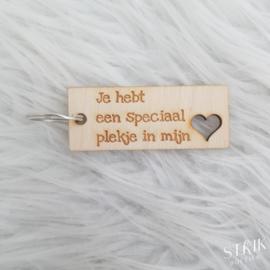 Houten sleutelhanger 'Je hebt een speciaal plekje in mijn hart'