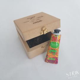 (Juwelen)doosje met handcrème 'Voor een crème van een oma'