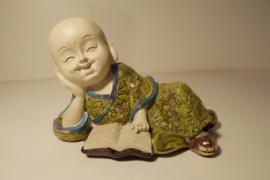 Shaolin Monnik lezend met boek, 17 x 10 cm