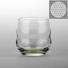 Drinkglas Mythos met Bloem des Levens, wit gegraveerd