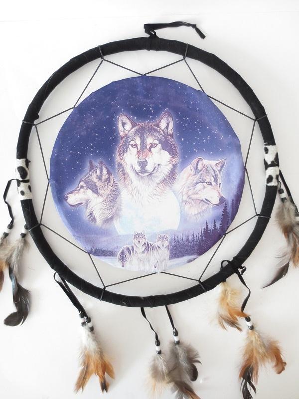 Ronde native dromenvanger met 3 wolvenkoppen