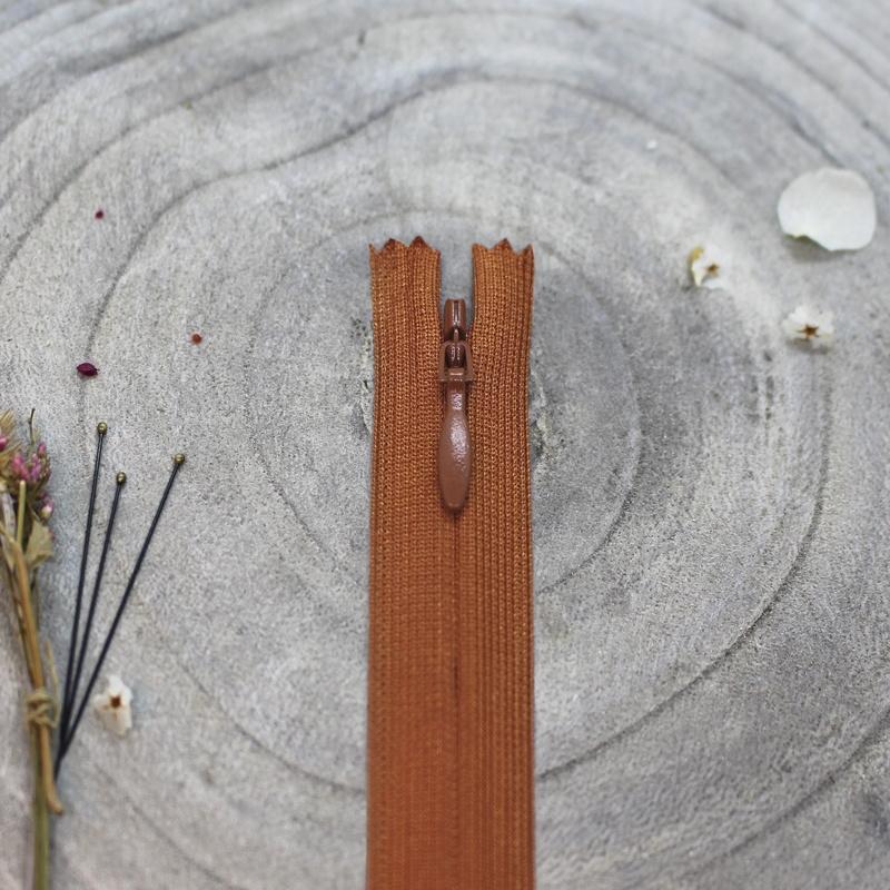 Chestnut - blinde rits 20 cm