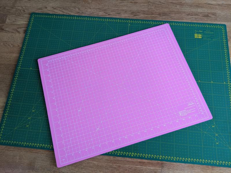 Snijmat 45 x 60 (roze/blauw)