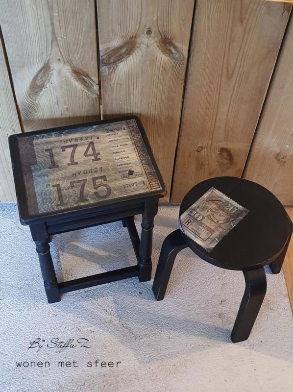 Vintage tafeltjes set van 2
