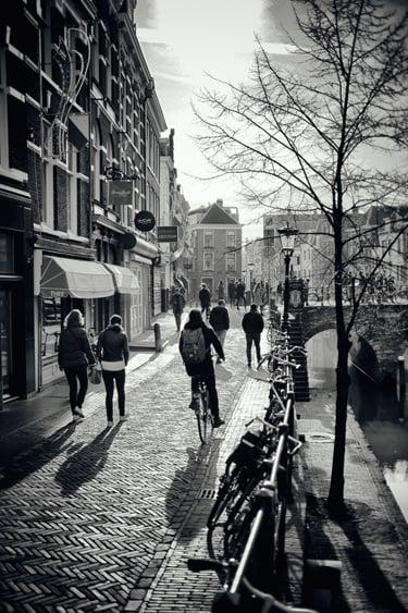 Print 40x60cm: 'Fietsers op de Vismarkt'