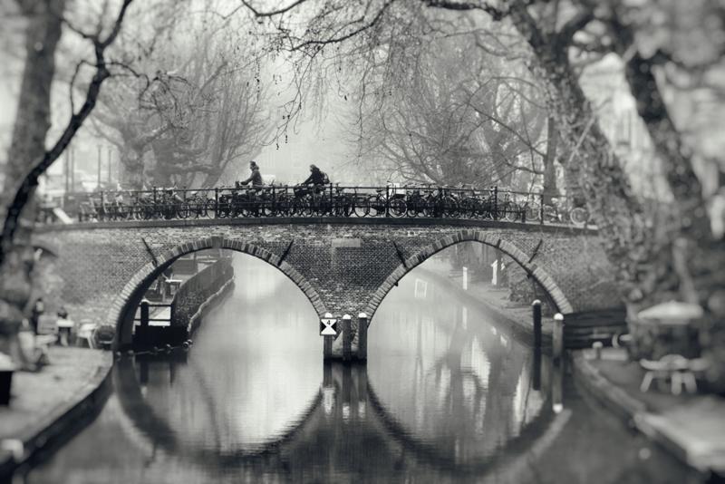 De Weesbrug in zwart-wit