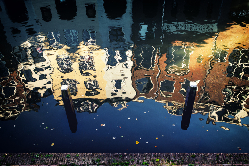 Ansichtkaart: Reflecties in de Oudegracht