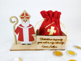 Sinterklaas bakje met naam en  gevuld zakje