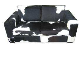 Koeienhuid sofa Cube 2 zits zwart wit.