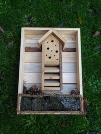 Kist met insectenhotel