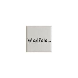 Mini tegeltje met de tekst BLADIBLA - crème 5 cm x cm