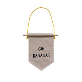 Muurvlag met leuke tekst GO BANANAS - 18 cm x 25 cm katoen in linnenlook