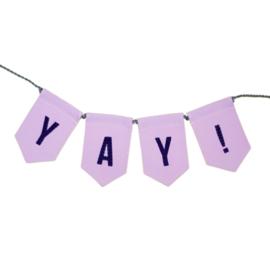 Vrolijke slinger met de tekst YAY! - 140 cm lang met vilten letters