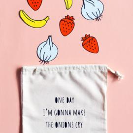Herbruikbaar groente & fruitzakje met grappige tekst ONE DAY I'M GONNA MAKE THE ONIONS CRY - Volledig handgemaakt en milieuvriendelijk