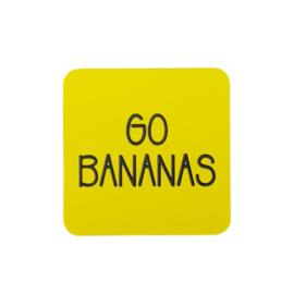 Koelkastmagneet met leuke tekst 'GO BANANAS' - Geel/zwart acryl 5 cm x 5 cm
