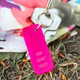 Sleutelhanger met grappige tekst YOU GOAT THIS! - roze acryl 2,5 cm x 5 cm