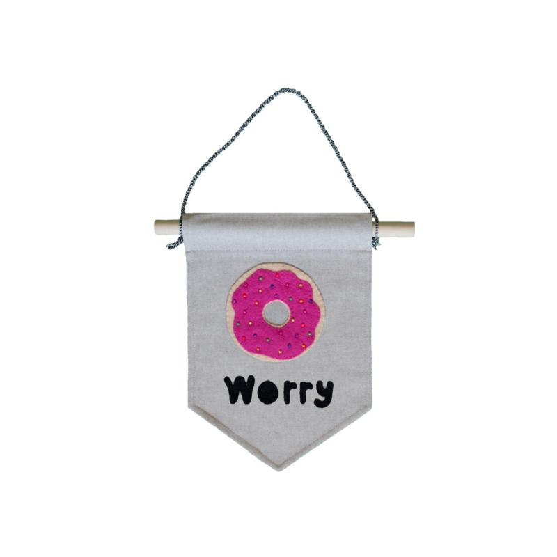 Muurvlag met vrolijke tekst DONUT WORRY - 21 cm x 32 cm katoen in linnenlook