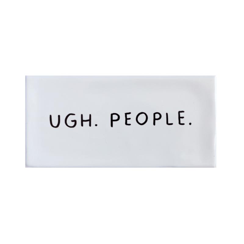 Tegel met grappige tekst UGH. PEOPLE. - crème kleur 7,5 cm x 15 cm