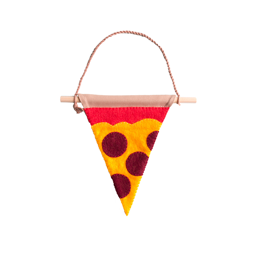 muurvlag-van-gekkiggeit-in-de-vorm-van-een-pizzapunt