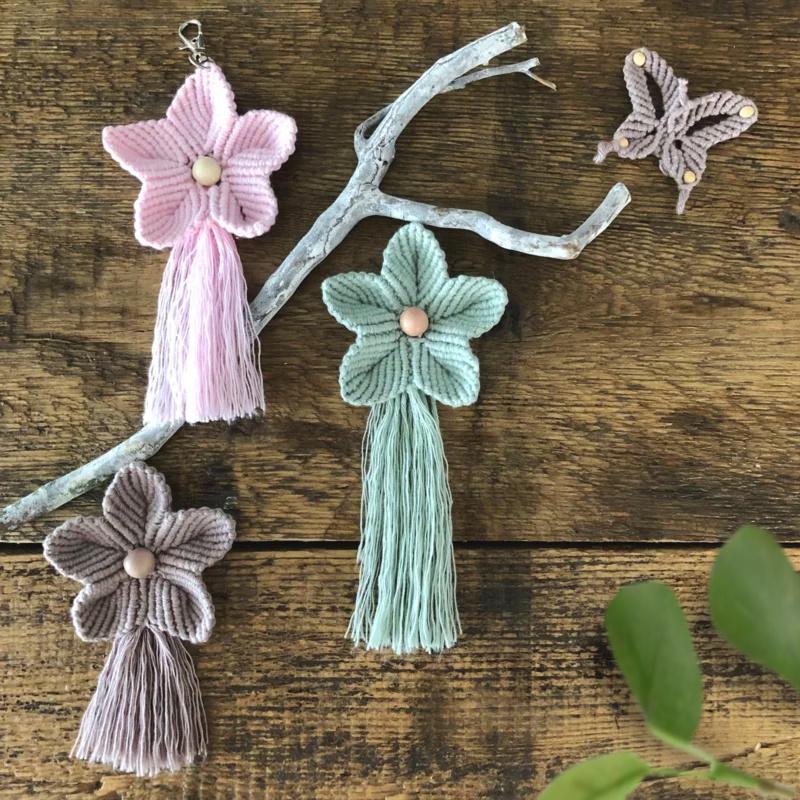 Sleutel/tassenhanger macrame Flower