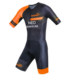Noosa GT Aero Suit Dutch Orange met land / naam bedrukking