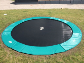 Flatground trampoline ingraven