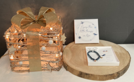 Cadeaudoosje Enjoy little things incl blauwe armbandje en oorbelletjes