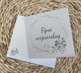 Wenskaart veelhoek - tekst: Fijne verjaardag + enveloppe