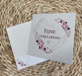 Wenskaart hart - tekst: Fijne verjaardag + enveloppe