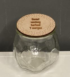 """Snoeppot met houten deksel en gegraveerde tekst """"Geniet vandaag, herhaal morgen"""", leeg"""