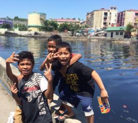 Een poster geeft een kind in Manila een kans
