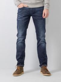 Petrol jeans Russel stone-wash regular/tapered fit valt breed op het bovenbeen en rechte pijp