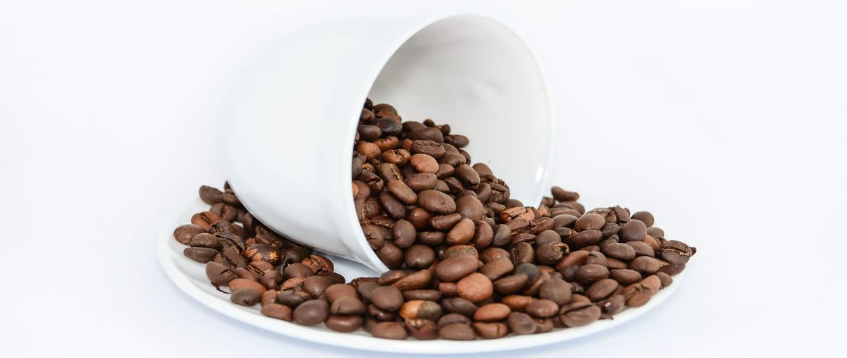 koffiebonen met kopje