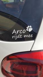 Raamsticker ...rijdt mee - met naam & symbool naar keuze (voor baby of huisdier)