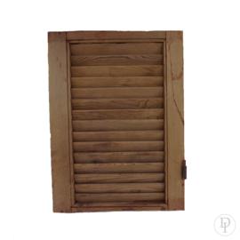 Kleur mahonie, houten luik met ijzer detail