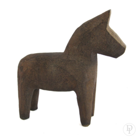 Stenen handgekapte paardjes