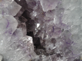 Amethist prachtige geode van circa 8 kg. met bergkristal en toermalijn