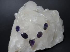 Amethist ketting met 5 natuurlijke Amethisten 925 zilver