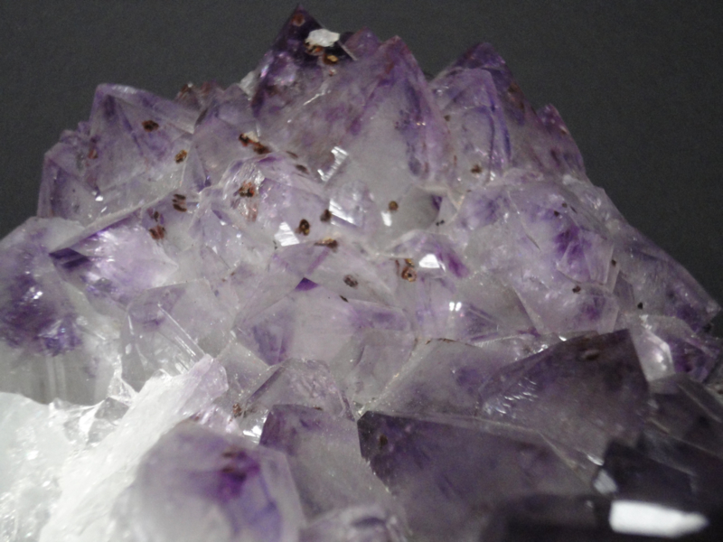 Amethist cluster met Bergkristal en Toermalijn