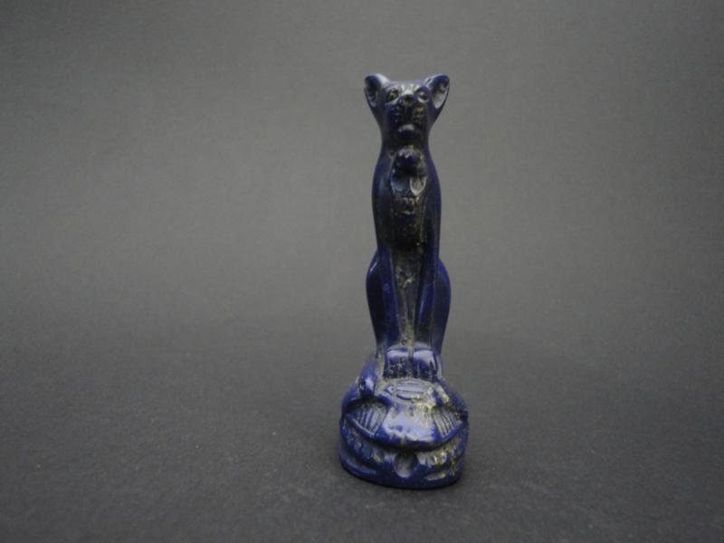 """Egyptische kat van Lapis Lazuli wordt ook wel """"Steen des Hemels"""" genoemd."""