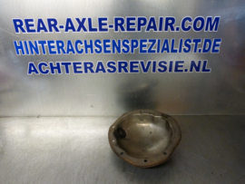 Cover for rear axle Opel with loop on the cover for brake duct