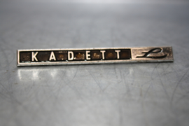 "Opel Kadett embleem ""L"", gebruikt."